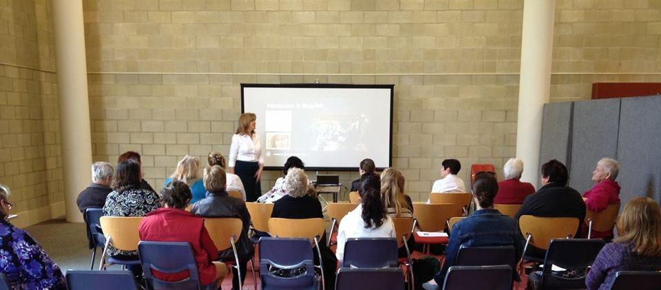 amanda hobley presenting at rockingham libraryat